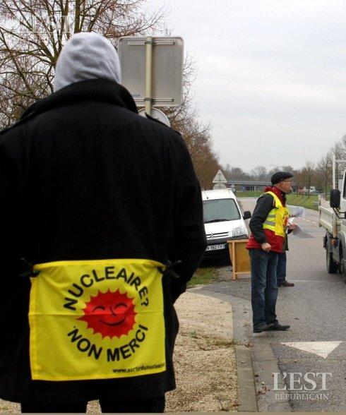 Une action similaire avait déjà été initiée, en 2013, par la distribution de tracts aux automobilistes passant devant le site LMC. Photo d'archives ER